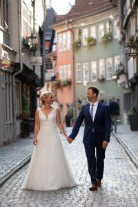 bilderschlag Hochzeitsfotografie in der Altstadt von Erfurt auf der Krämerbrücke