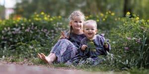 Kinderfotografie Wald Weg Geschwister