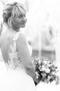 Braut mit Strauß beim Getting Ready Shooting | Hochzeitsfotograf bilderschlag Erfurt