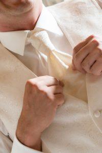 Bräutigam Krawatte | Hochzeitsfotograf bilderschlag Erfurt