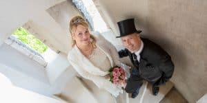 bilderschlag Hochzeitsfotografie Brautpaar auf Treppe in Ohrdruf | Hochzeitsfotograf bilderschlag Erfurt