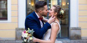 Brautpaar küsst sich, Bilderberg Bellevue Dresden